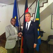 Der deutsche Botschafter, Dr. Detlef Wächter zusammen mit  unserem Ostafrika Direktor Dr. Rugaimukamu